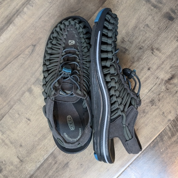 769c1bbc7b2c Keen Uneek Flat Sandals Size 7.5